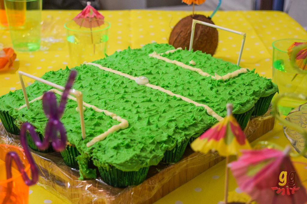 tropical football pull apart cupcake 3
