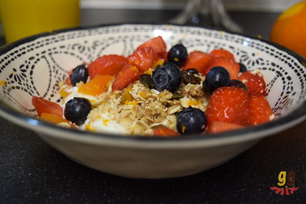greek yogurt and berry granola 4