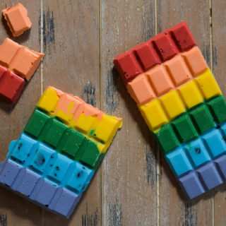 RAINBOW FLAVOURED RAINBOW CHOCOLATE BARS & BARK