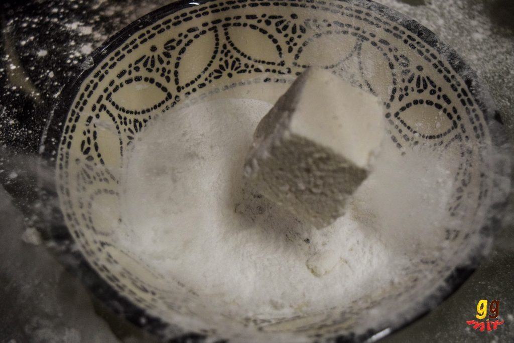 marshmallow being covered in icing sugar and cornflour