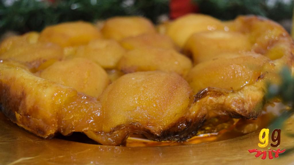 circular pink lady apple tarte tatin with golden halved pink lady apples caramalised flakey puff pastry pie tart